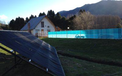Climatización de piscina con pantallas solares en El Hoyo